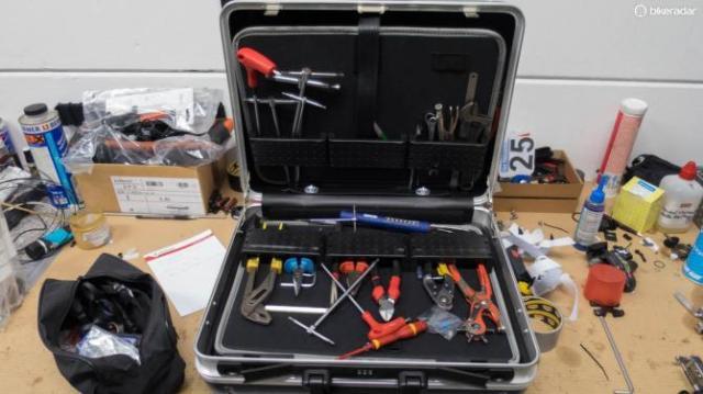 Uma das diversas caixa de ferramentas da equipe.