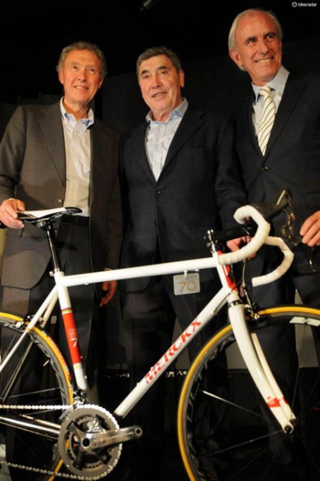 Jan Toye de Eddy Merckx Cycles (EMC), e Valentino Campagnolo