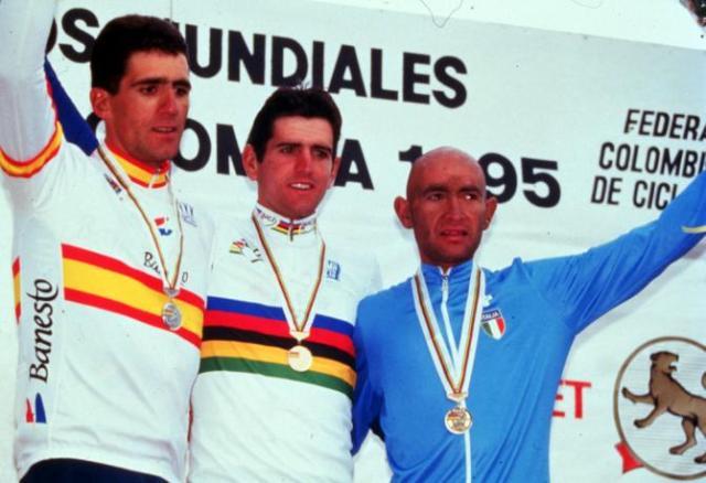 Olano (ao centro) Indurain (esquerda) Pantani (direita) Mundial Estrada 1995 na Colombia.