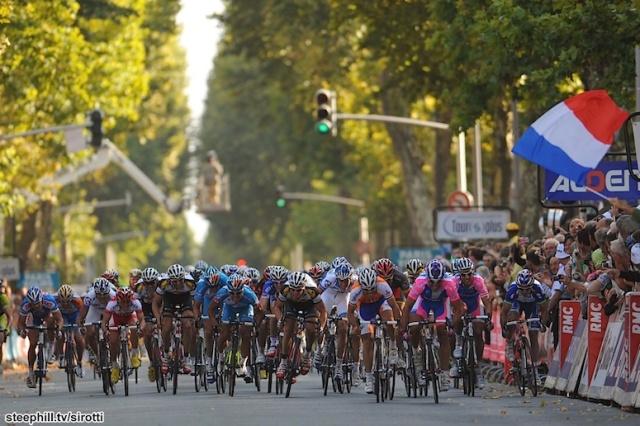 Cycling: 104th Paris - Tours 2010 Arrival Sprint / Oscar FREIRE (Esp)/ Angelo FURLAN (Ita)/ Gert STEEGMANS (Bel)/ Klaas LODEWIJCK (Bel)/ Yukiya ARASHIRO (Jpn)/ Wouter WEYLANDT (Bel)/ Illustration Illustratie /  La Loupe - Tours (233 Km)/  Parijs /(c) Tim De Waele